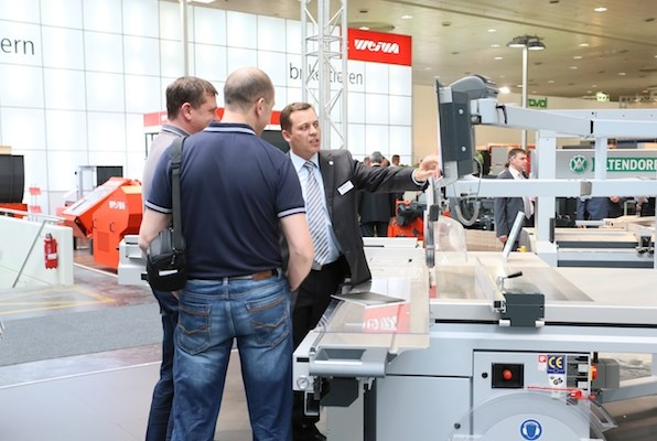 Product demonstration at ALTENDORF.
